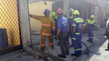 Fuego consume casa en Santa Catarina