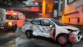 Auto se impacta contra una camioneta tras dar una vuelta prohibida en Colón