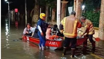 Rescatan a turistas atrapados en Tequisquiapan por inundaciones