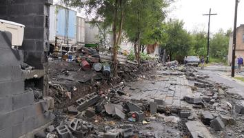 Colapsa barda en calles de la colonia Valle de San Rafael en Guadalupe