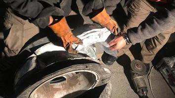 Vinculan a proceso a dos hombres por transportar droga oculta en rines