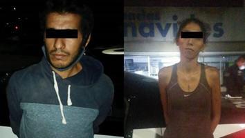Detienen a pareja que presuntamente robaba alcantarillas en el Centro de Monterrey