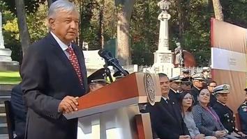 AMLO encabeza ceremonia por Día de la Armada de México