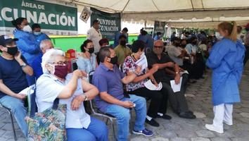 Empieza vacunación contra Covid-19 en Parque Aztlán