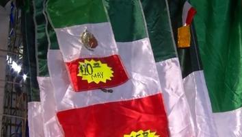 Regios se alistan para fiestas patrias con banderas, trompetas y globos