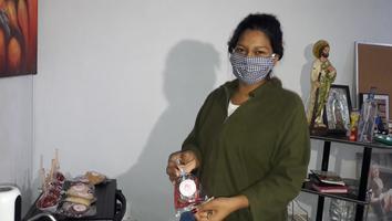 Pandemia frena trasplante de riñón para joven; ella vende brownies para pagar diálisis