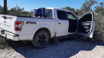 Aseguran cargadores y droga tras una persecución en Vallecillo