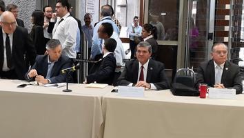 Llega Manuel González a comparecer en el Congreso del Estado