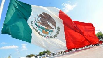 ¿Por qué se celebra el Día de la Bandera el 24 de febrero?