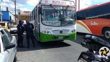 Usuarios de camiones urbanos exigen información sobre presunto retiro de rutas