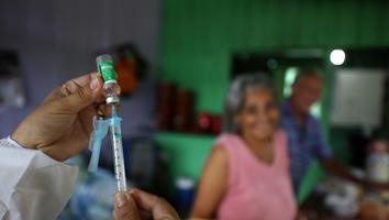 Estudio confirma eficacia de vacuna CoronaVac contra variante brasileña
