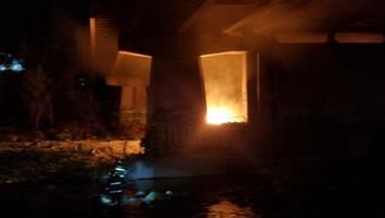 Incendio de tejabanes sobre el lecho del Río Santa Catarina provoca movilización