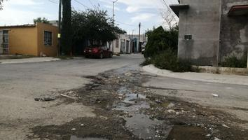 Reportan fuga de aguas negras en la colonia Real de San José