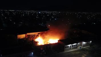 Se incendia una fábrica en la colonia Paraje San José