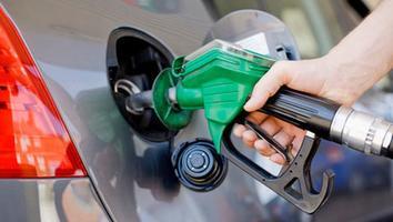 Hacienda vuelve a reducir estímulo fiscal a gasolinas