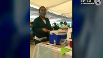 Enfermera prohíbe grabar en módulo de vacunación contra Covid-19