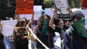 Autoridades de CdMx no han ubicado a policías acusados de violar a joven