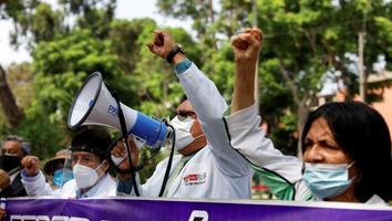 Entran en huelga de hambre médico peruanos por falta de inversión en la salud