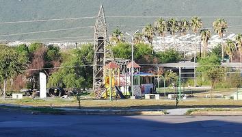 Ruta urbana derriba torre de alta tensión tras choque en Escobedo