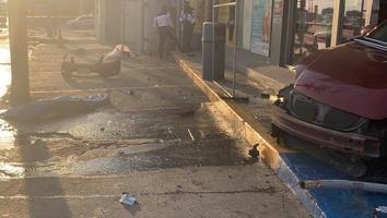 Impacta tienda de conveniencia y mata peatones en San Nicolás
