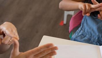 Lengua de señas, un puente hacia la comunicación inclusiva: UANL