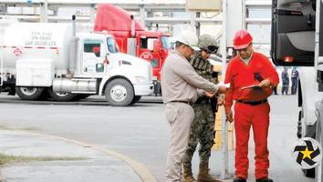 Ejército Mexicano custodia la refinería de Pemex en Cadereyta