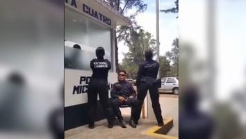 Policías se graban bailando para TikTok; abren investigación en su contra