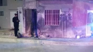 Conductor se estrella contra vivienda en Apodaca