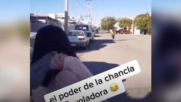 VIDEO: ¡María que puntería! Madre comprueba el poder de 'la chancla voladora'
