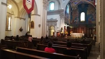 Pocos feligreses acuden a la Catedral de Monterrey en domingo de resurrección