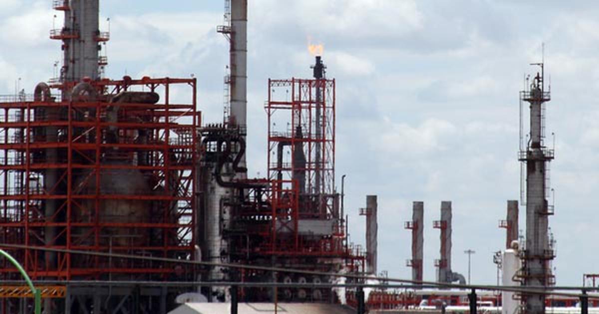 Trabajadores sufren descarga eléctrica en refinería de Cadereyta