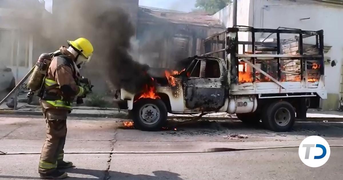 Fuego consume camioneta en el Centro de Monterrey - Telediario Monterrey
