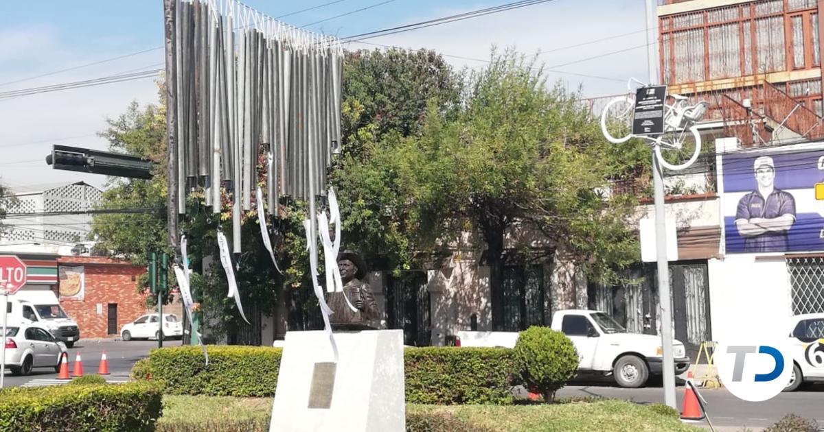 Instalan monumento en el Centro de Monterrey en honor a ciclistas fallecidos - Telediario Monterrey